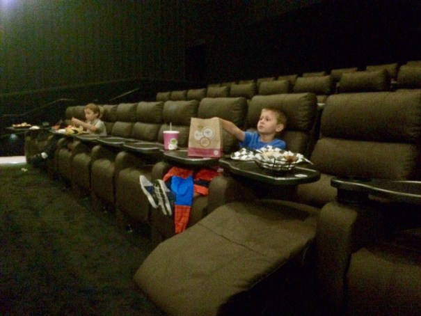 kids-at-the-theatre-cc-kellypowell