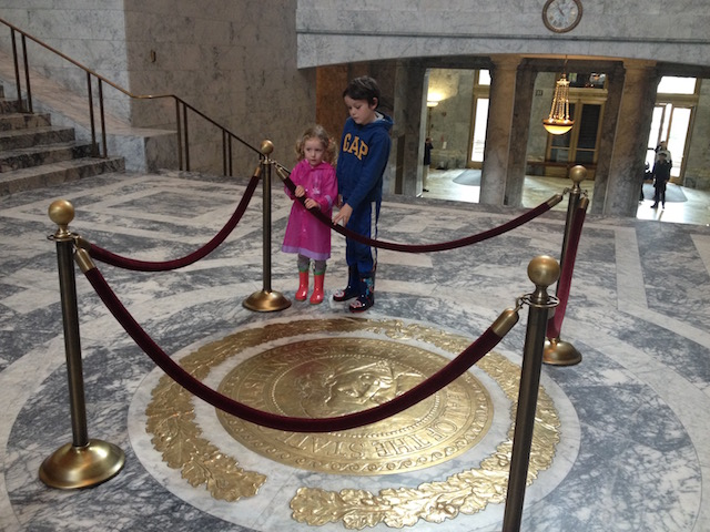 kids with Wa state capitol seal