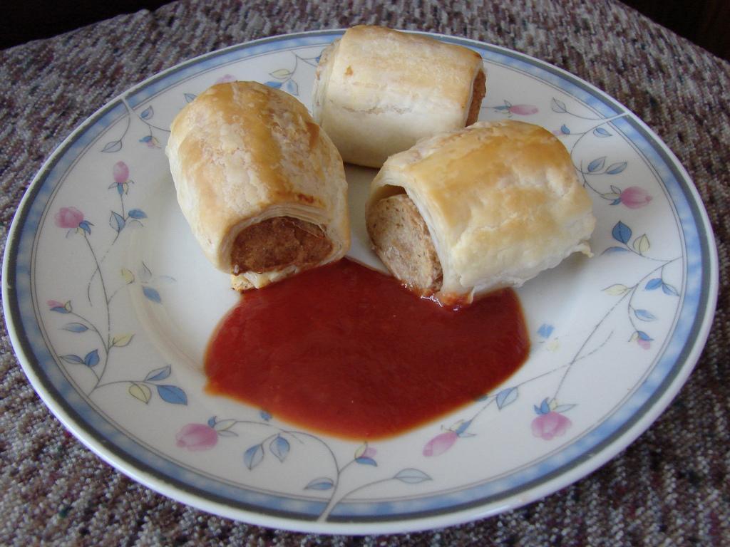 sausage rolls - cc yum9me via flickr