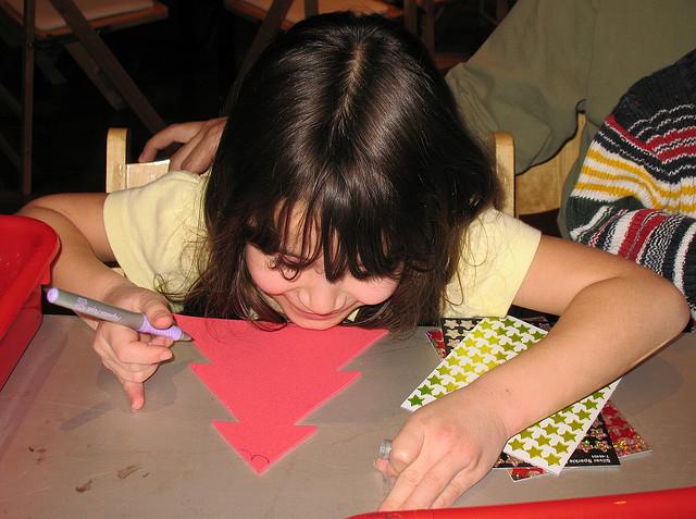 girl-holiday-crafts