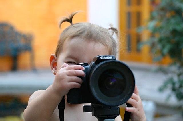 baby camera cc Ricardo Navarro via Flickr