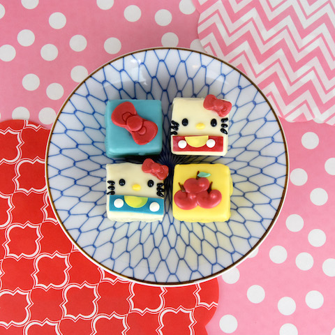 Hello Kitty mini cakes courtesy Sanrio