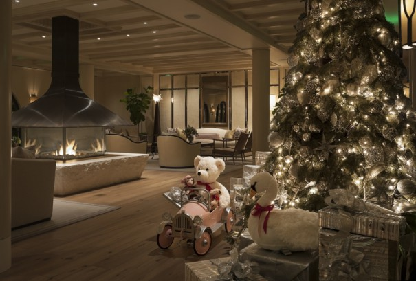 the lobby of Hotel Bel-Air during the holidays