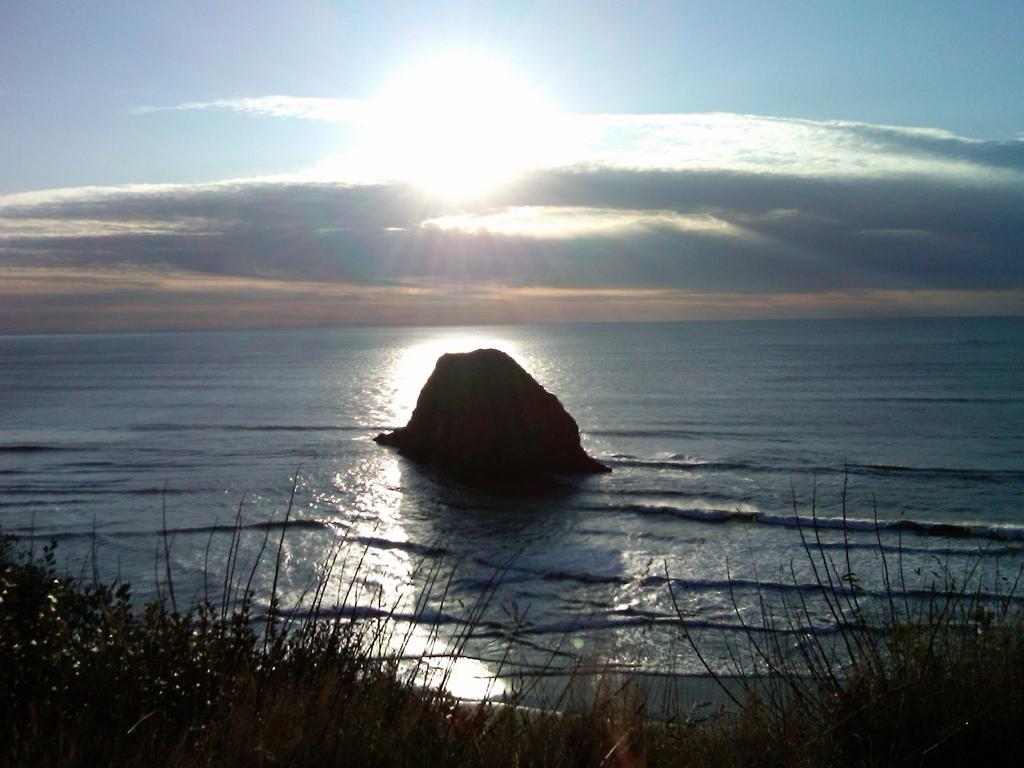 Haystack Rock Cannon Beach-danebrian-flickr