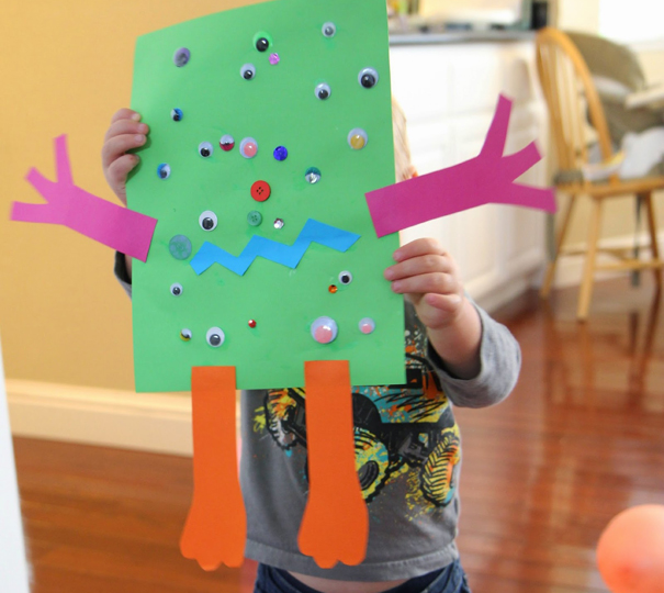 alienpapercraft_cc_Kristina_via_ToddlerApproved