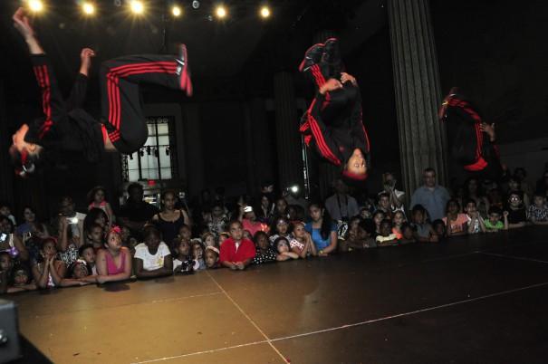 club heads dancers
