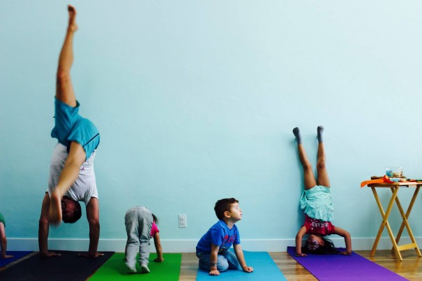 happy-baby-headstand