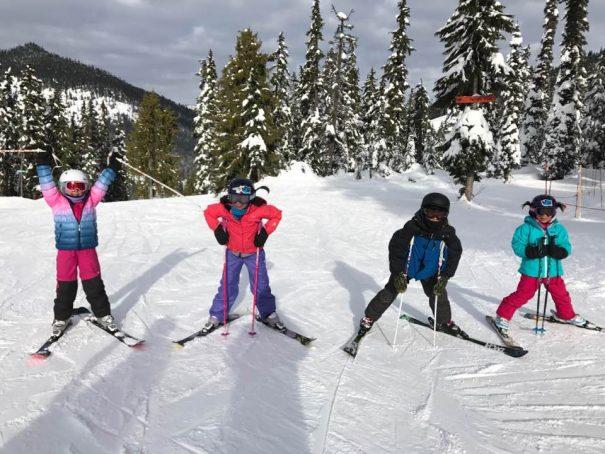 kids-skiing-at-stevens-pass