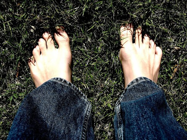 bare feet in grass -cc- Josh via flickr