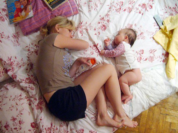 mom and baby sleeping -cc-Oleg Sldorenko via Flickr