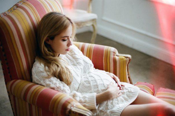 pregnantholdingbelly-cc-alagich katya via flickr