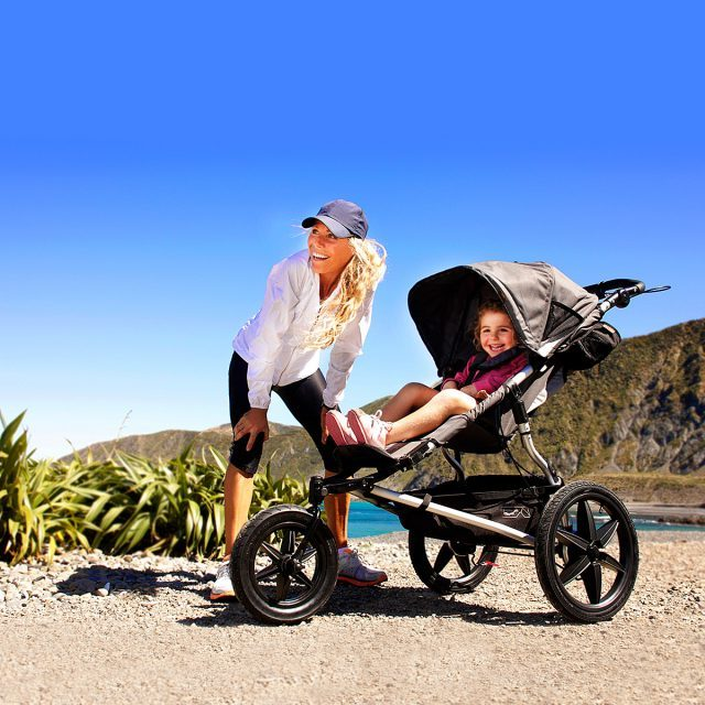Champion-runner-Sarah-Christie-with-the-terrain-stroller-by-Mountain-Buggy
