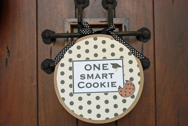 Smart-Cookie-Graduation-Party-door-Wreath