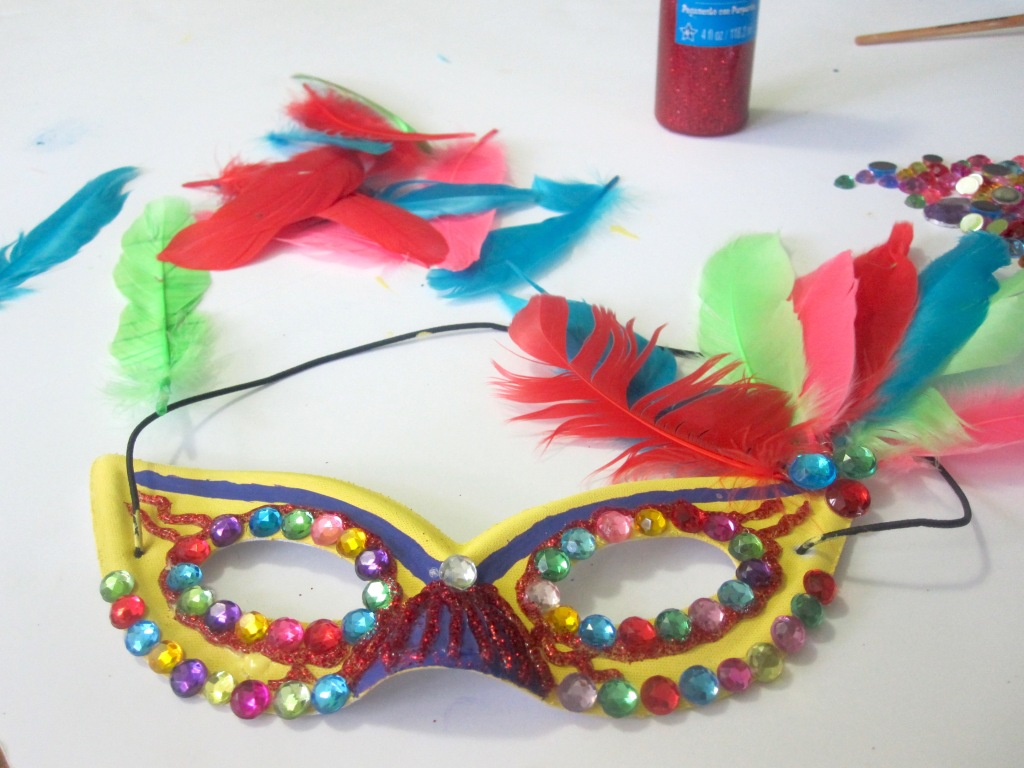 feathers_brazilianheaddress_gabbycullen_olympics_redtricycle