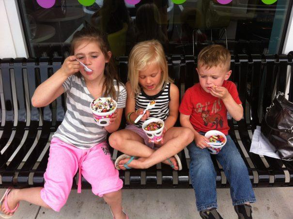 Kids eating frozen yogurt--cc--Yoel Ben-Avraham via flickr