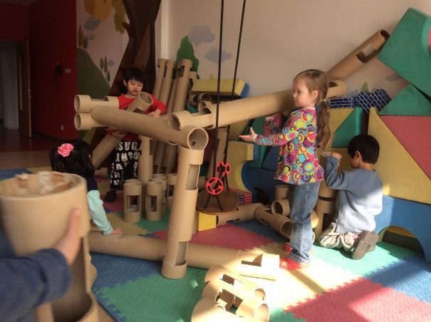 kids with giant lincoln logs