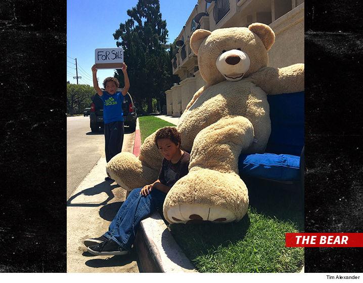 0830-kids-selling-bear-sub-3