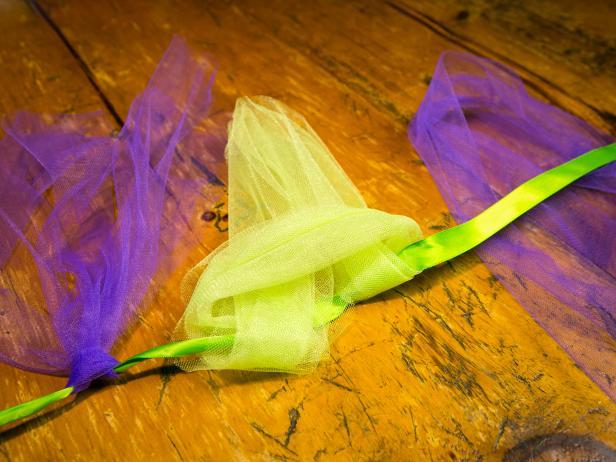 Original_No-Sew-Tutu-tie-strips-to-ribbon-waistband-step2_h-1.jpg.rend.hgtvcom.616.462