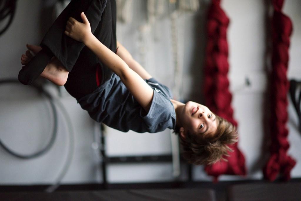 trapeze_inversion_boy