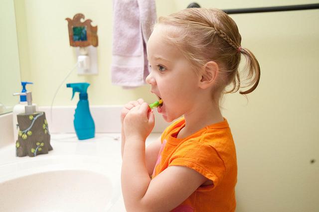 kid brushing teeth morning routine