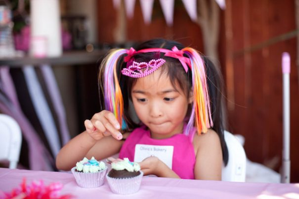 girl-decorating-cupcake-party