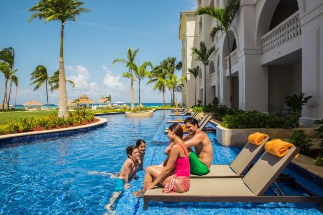 hyatt-ziva-rose-hall-p077-family-enjoying-swim-up-suite-adapt-640-800
