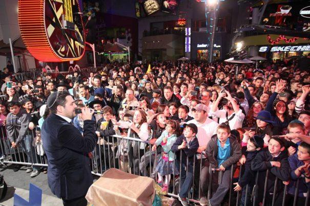 hanukkah-citywalk