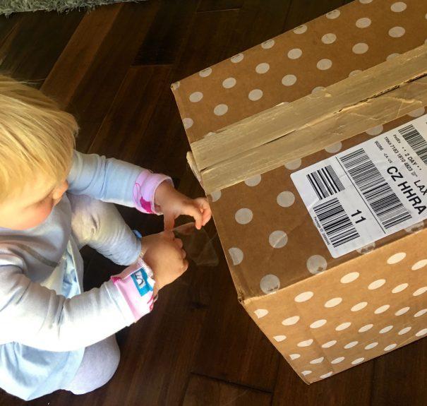 hannah-taping-mailbox
