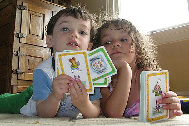 kids-playing-cards-woodleywonderworks-fickr