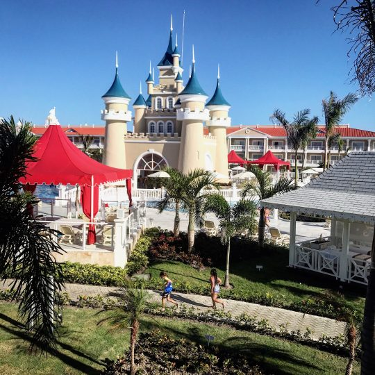 castleview_gabbycullen_luxurybahiaprincipefantasia_redtricycle
