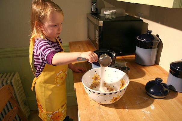 kid-baking-abigail-batchelder-flickr