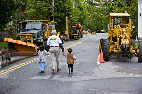 kids-and-construction-vehicles-dwight-sipler-flickr