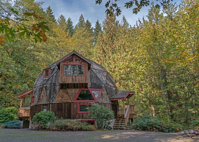 7 Incredibly Cozy Cabins Cabins You Can Rent Now