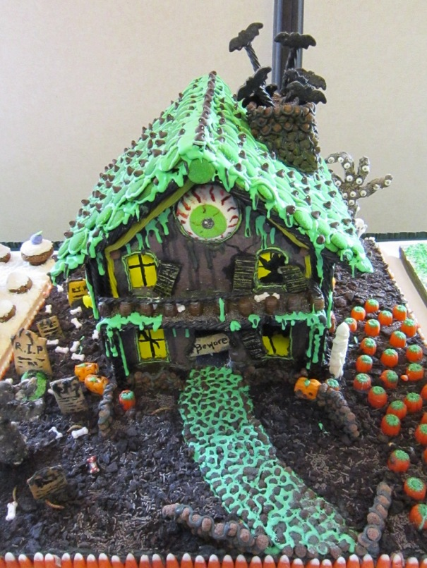 30 Epic Gingerbread Houses You Have To See To Believe