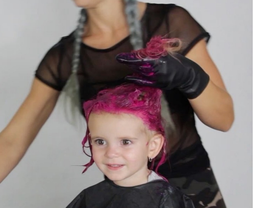 This Mom Did Dyed Her 2 Year Old S Hair Hot Pink