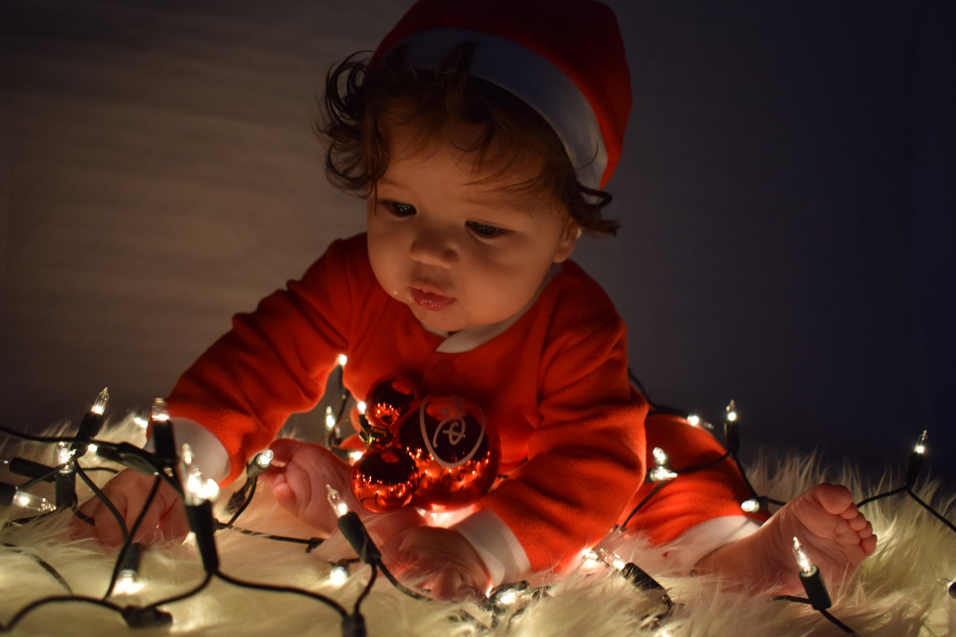 12 Photo Ideas To Capture Baby S First Christmas