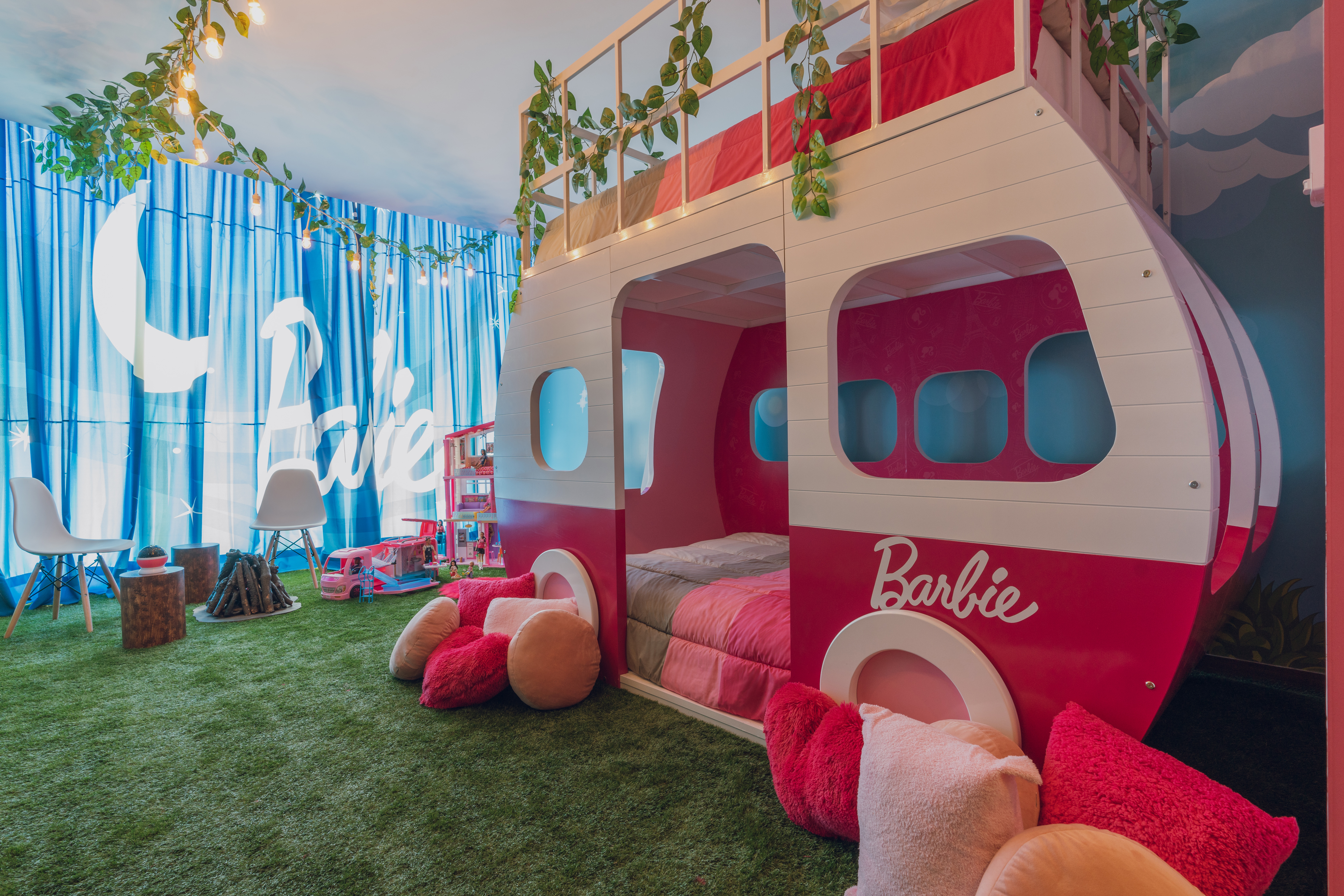 This Barbie Themed Hotel Suite Is A Pink Plastic Dream Come True