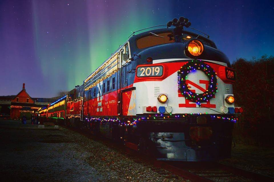 All Aboard Book These Holiday Train Rides Before They Sell Out