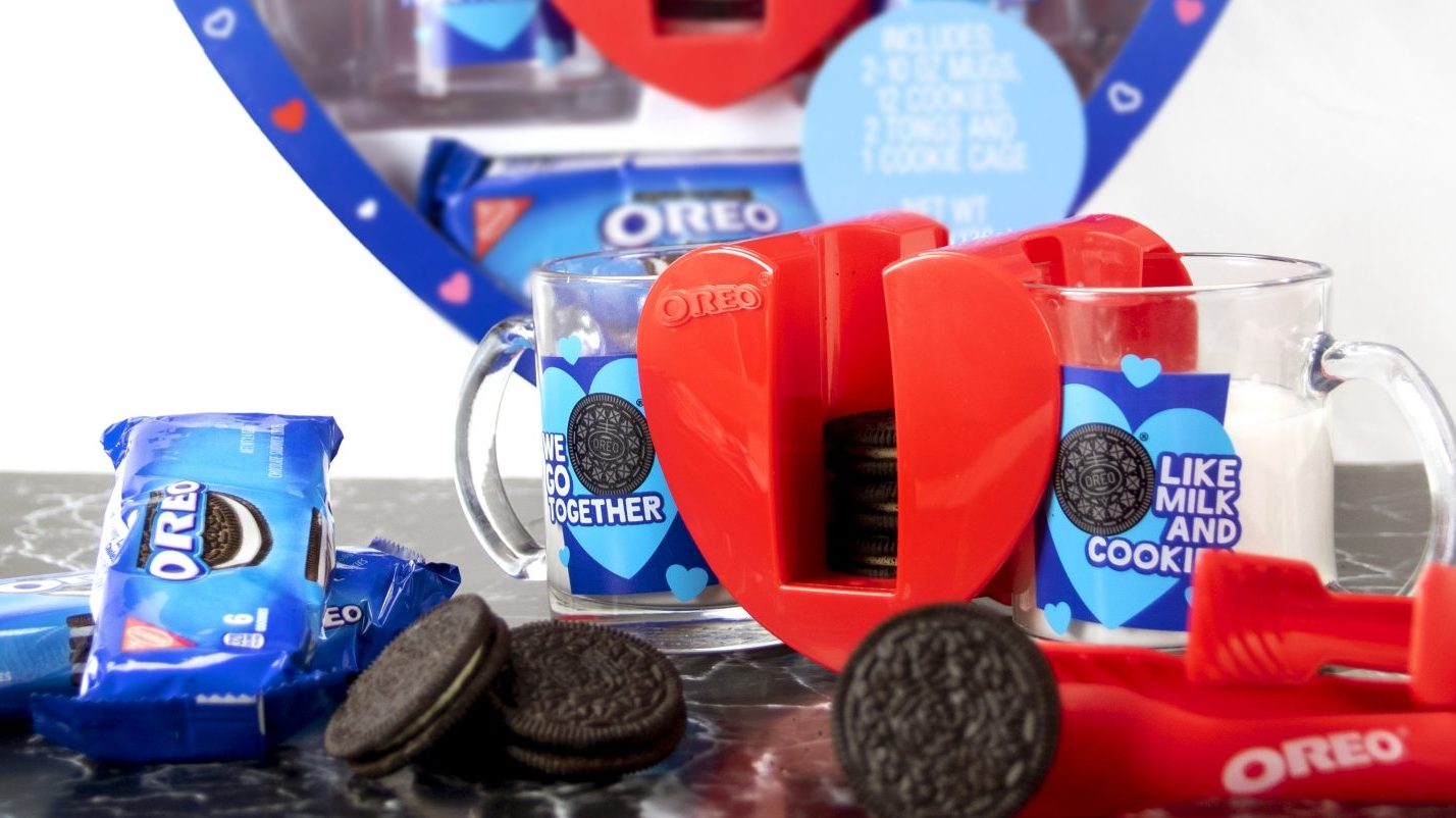Oreo's Heart-Shaped Cookie Dunking Kit is Valentine's Day Love