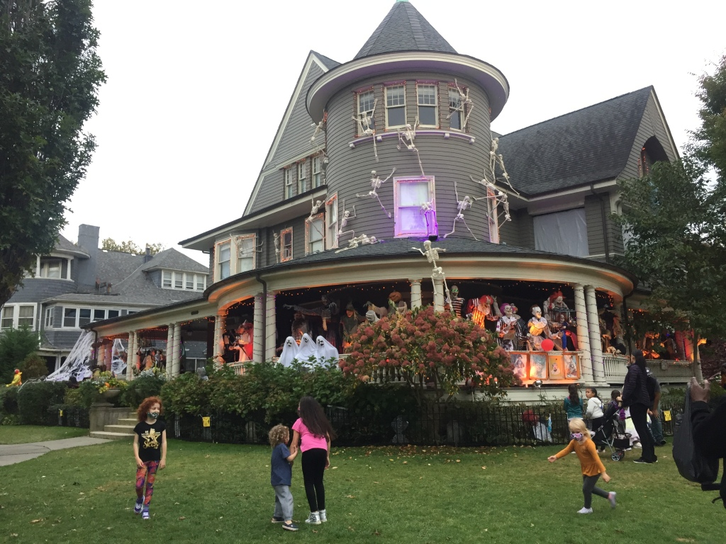 Boos You Can Use: NYC's Best Halloween Displays