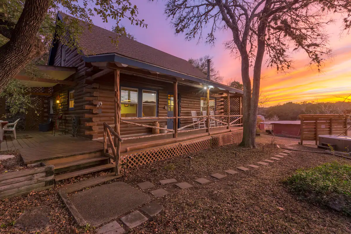 These 7 Cozy Cabins Near Austin Are the Perfect Getaway